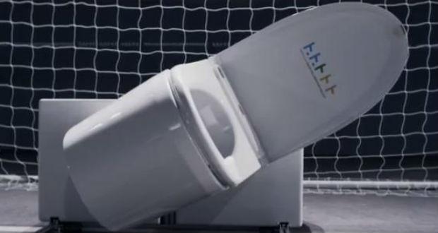 Super Great Toilet il water che para i calci di rigore