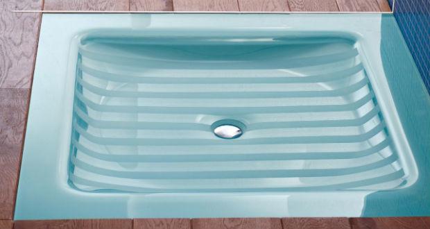 Compos i piatti doccia in cristallo della Lasa Idea